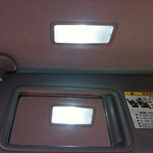 LED replacement lamp in vanity light